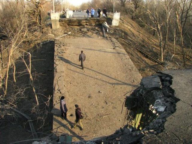 На Луганщине взорван последний мост через Северский Донец