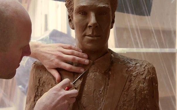 Британцы слепили фигуру Бенедикта Камбербэтча из шоколада