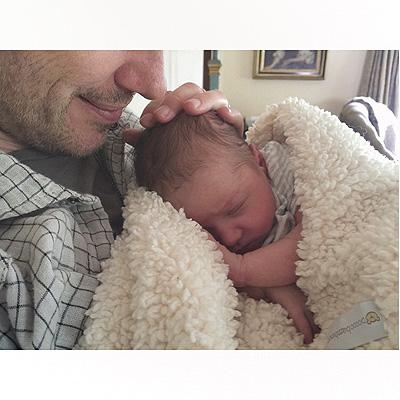 Милла Йовович поделилась новыми снимками дочери