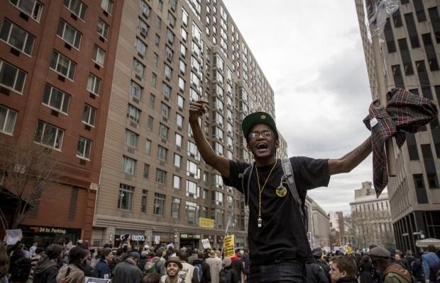 В Нью-Йорке проходит пикет против полицейского беспредела