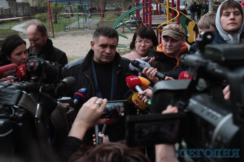 Фоторепортаж с места убийства Олеся Бузины (ФОТО, ВИДЕО))