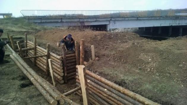 ФОТО: В Харькове уже возводият фортификационные сооружения