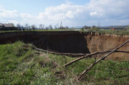 На Закарпатье под землю проваливается село Солотвино (ФОТО)
