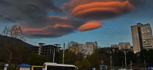 Гигантские «летающие тарелки» замечены в небе над Ялтой