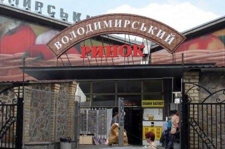 Ночной пожар Владимирского рынка в Киеве (ВИДЕО)