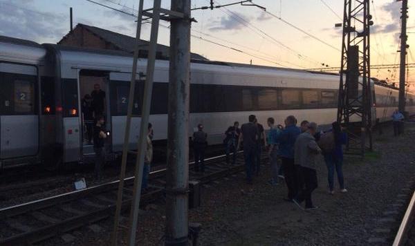 Скоростной поезд Харьков-Киев сошел с рельсов (ФОТО)