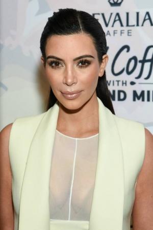 Ким Кардашьян покорила публику элегантным нарядом