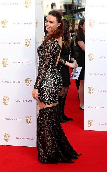Дженнифер Меткалф на церемонии Bafta была в порванном платье