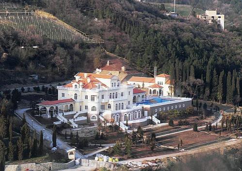 Дома президентов Украины: шик, роскошь и сады (ФОТО)