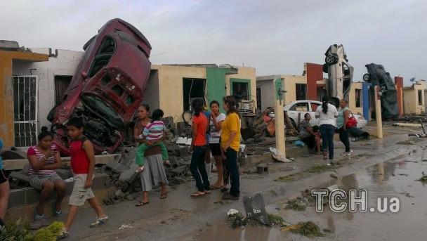 ФОТО: В Мексике торнадо унес уже 10 жизней