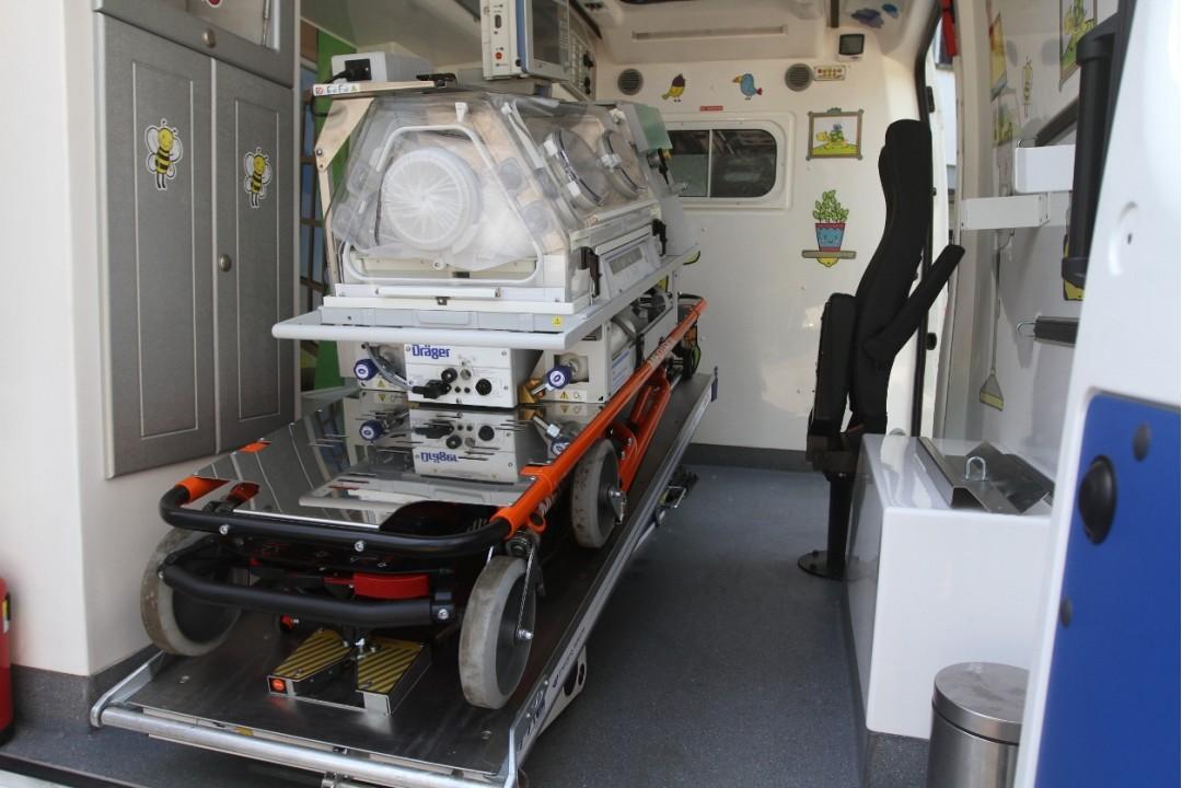 Институту им. Амосова подарили кардиомобиль с оборудованием