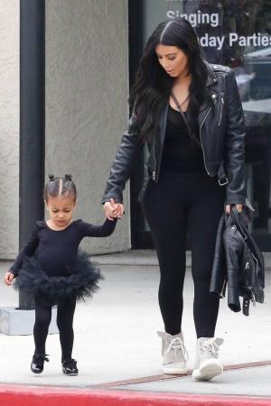 Ким Кардашьян с дочерью демонстрируют отменный стиль
