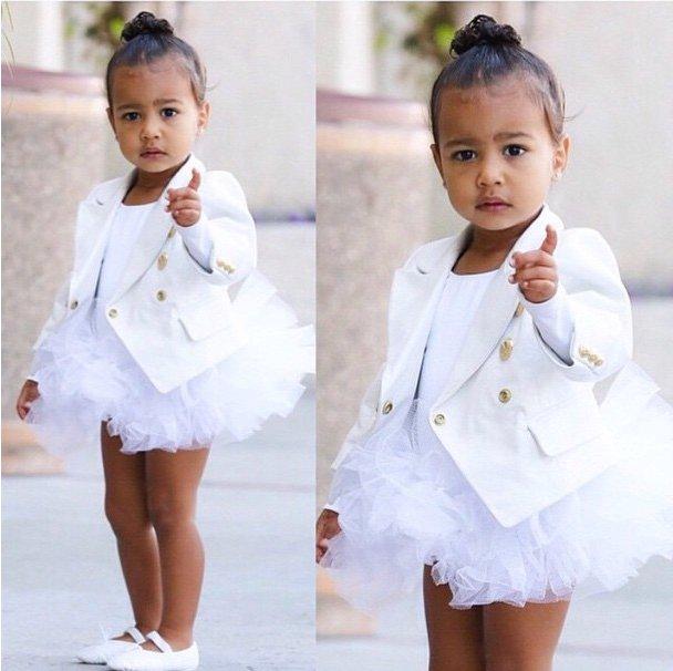 Ким Кардашьян приобрела дочери наряд от Balmain.Фото