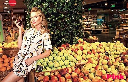 Ольга Фреймут и яблоки. Фото