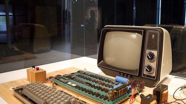 Американка выбросила раритетный компьютер Apple за $200 тыс