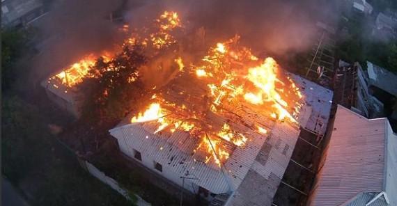 ФОТО: Боевики снова стреляют в Донецке, горят многоэтажки