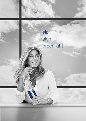 Дженифер Энистон в новой рекламе воды