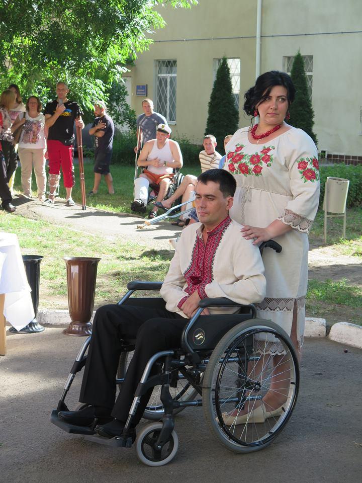 В Одесском госпитале отыграли свадьбу раненого воина (ФОТО)