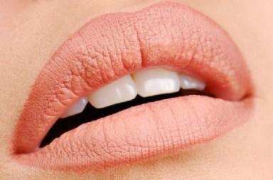 Модные правила: перманентный макияж губ