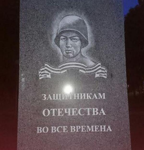 """Монументальные """"скрепы"""" России (ФОТО)"""