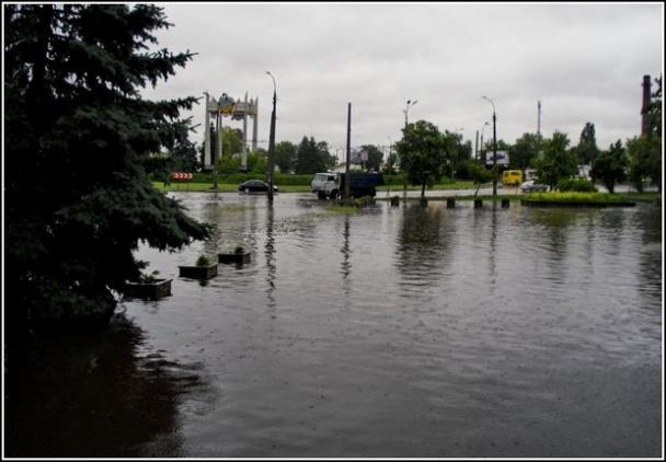 Из-за затяжного ливня Черкассы ушли под воду (ФОТО, ВИДЕО)