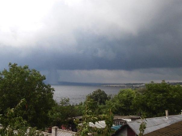 Торнадо пронесся под Днепропетровском (ФОТО+ВИДЕО)