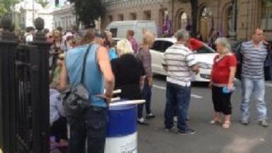 Активисты Финмайдана доставили гроб для Гройсмана (ФОТО)
