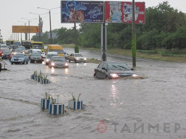 "В Одессе из-за ливня авто ""плавали"" по улицам (ФОТО, ВИДЕО)"