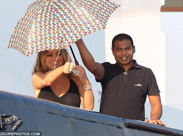 Мэрайя Кери на яхте в бикини