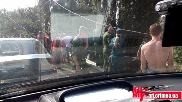 В Крыму на трассе съехал в кювет российский танк (ВИДЕО)