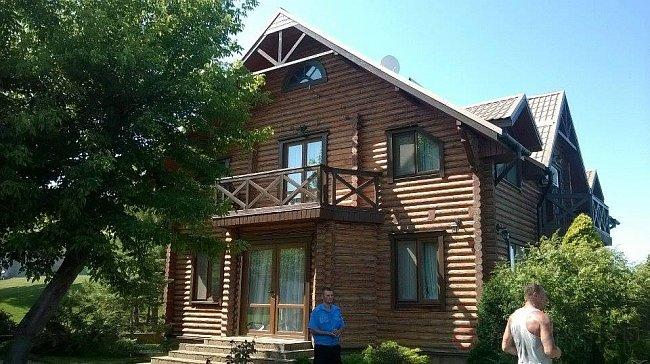 Саакашвили взял штурмом резиденцию экс-регионала (ФОТО)