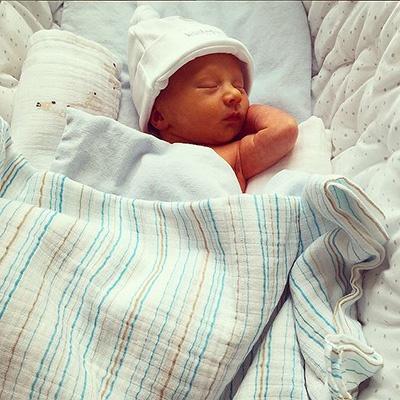 Фото новорожденного сына Алека Болдуина