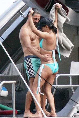 Ева Лонгория отдыхает с бойфрендом на Капри