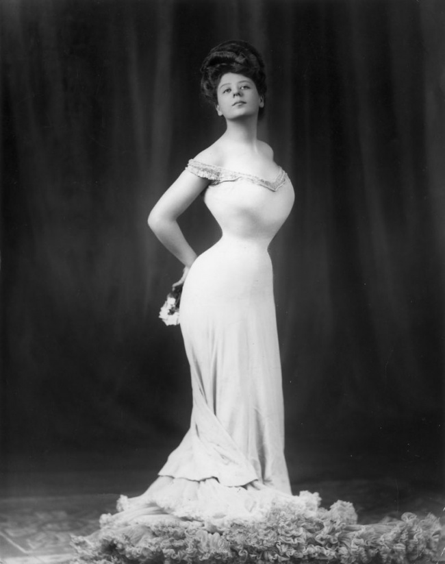 Как изменился эталон женской фигуры за 100 лет (ФОТО)