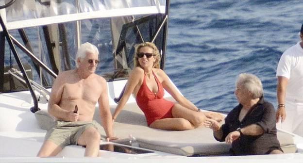 Ричард Гир отдыхает со своей молодой возлюбленной