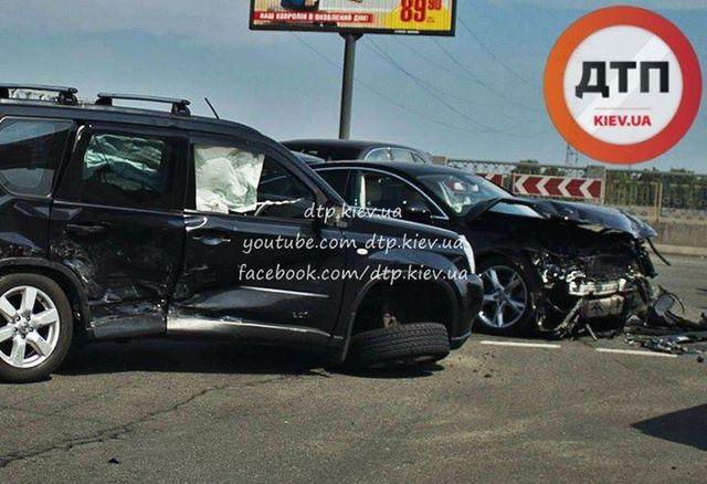 ДТП на миллионы: В Киеве столкнулись три элитных автомобиля