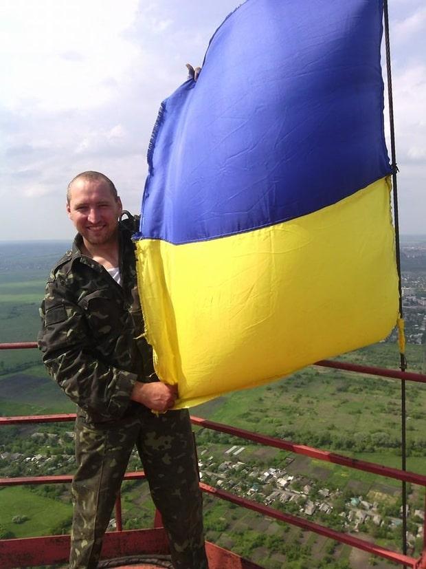 Государственный флаг поднял украинский герой Мирослав Гай