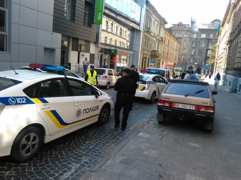 Львовская полиция уже попала в первую аварию (ФОТО)