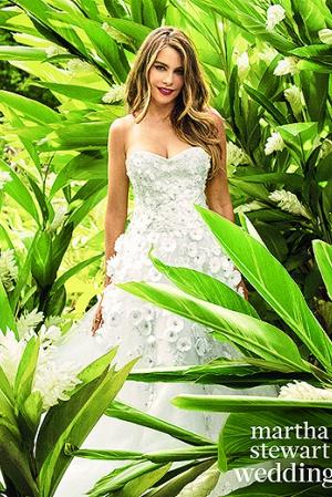 София Вергара надела свадебное платье