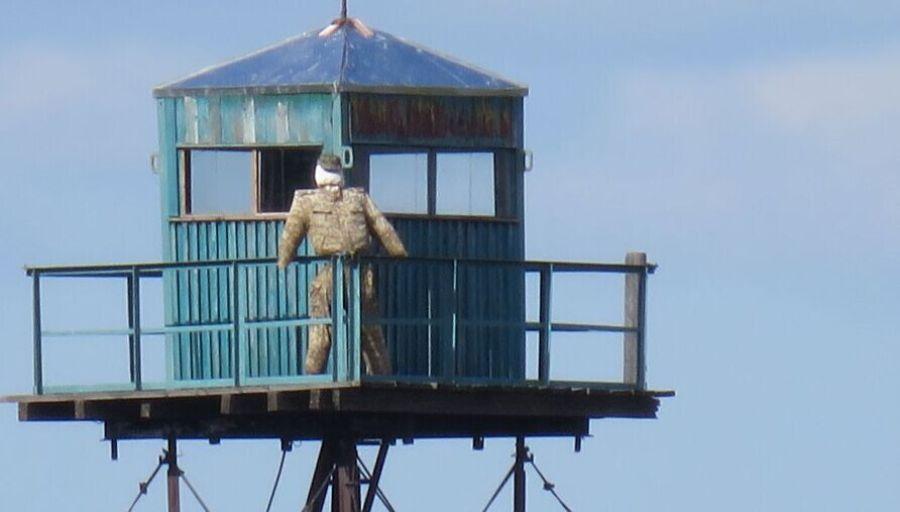ФОТО: В РФ на границе с Китаем вместо пограничников - чучела