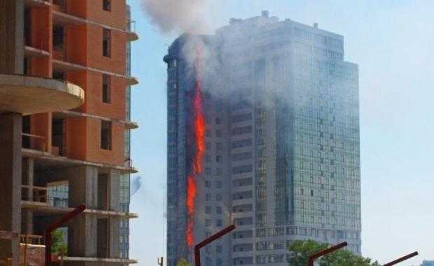 Сегодня в Одессе полыхала многоэтажка (ФОТО, ВИДЕО)