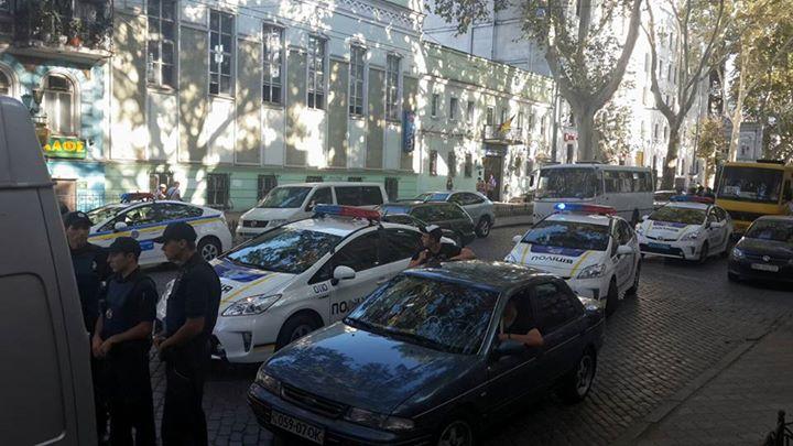 """Активисты захватили """"замок"""" Кивалова в Одессе (ФОТО)"""