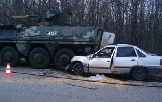 Фото: ДТП: БТР столкнулся с Lada Priora, есть жертвы