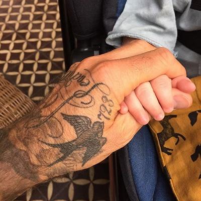 Лив Тайлер выложила фото сына с его крестным (ФОТО)