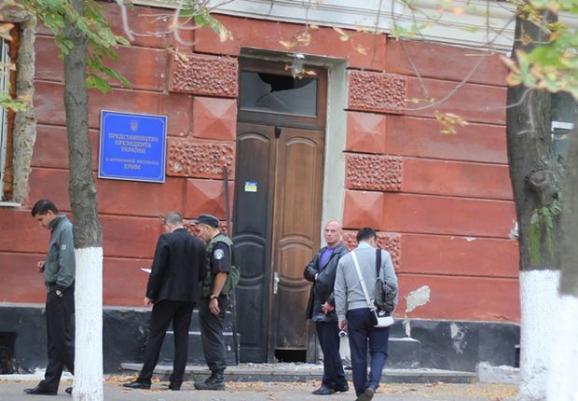 ФОТО: Взрыв в Херсоне у представительства президента Украины