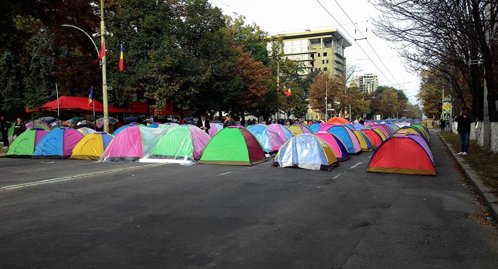В Молдавии оппозиция перекрыла центральный проспект