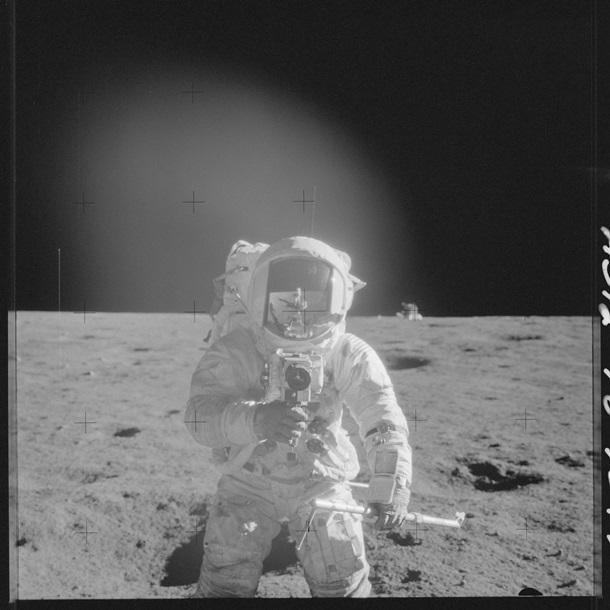 Фото астронавтов на Луне выложили в Сеть (ФОТО)