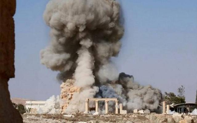 ИГ взорвала Триумфальную арку в Пальмире II века нашей эры
