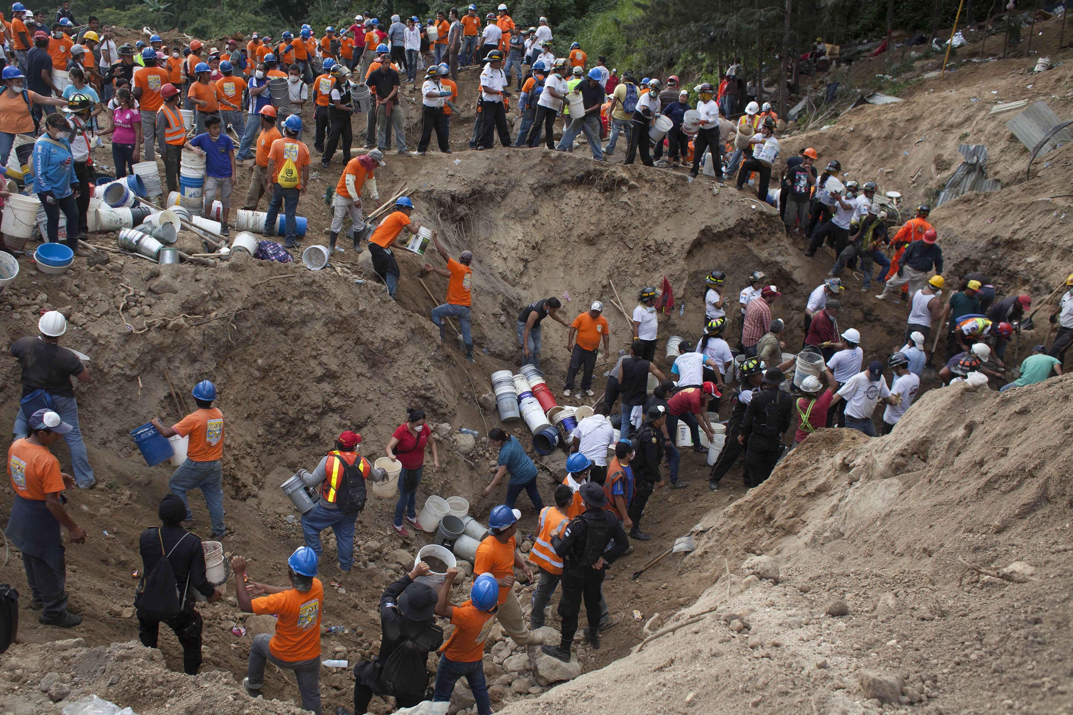 Оползень в Гватемате: 131 погибший, 300 пропали без вести