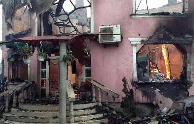 В Мукачево сожгли усадьбу барона и убили парня (ВИДЕО)